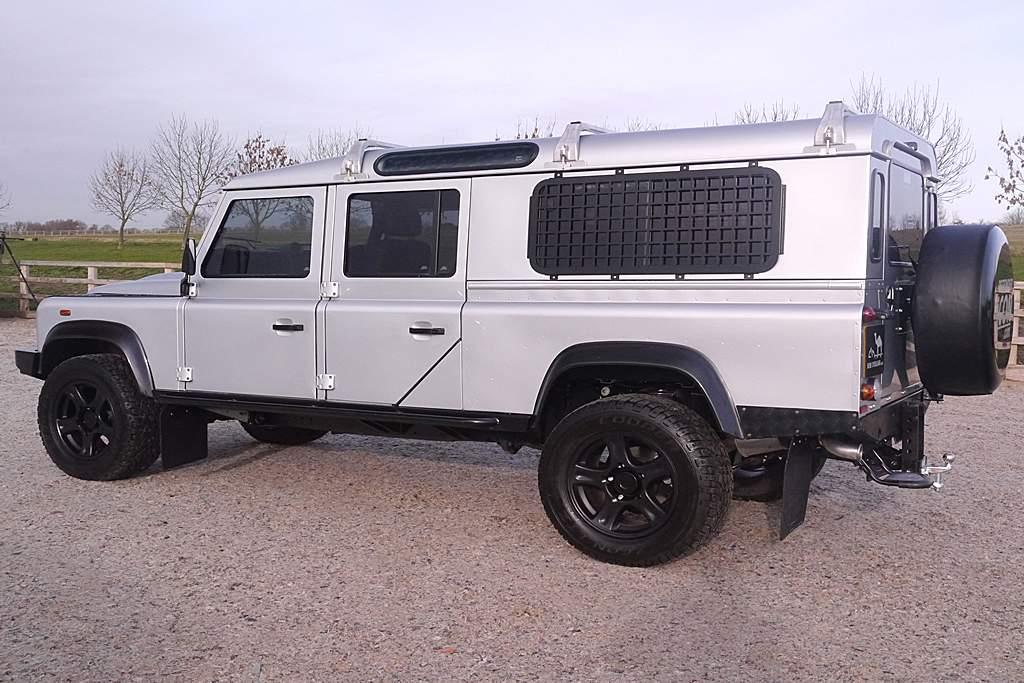 Land Rover Defender 130 Station Wagon Long -