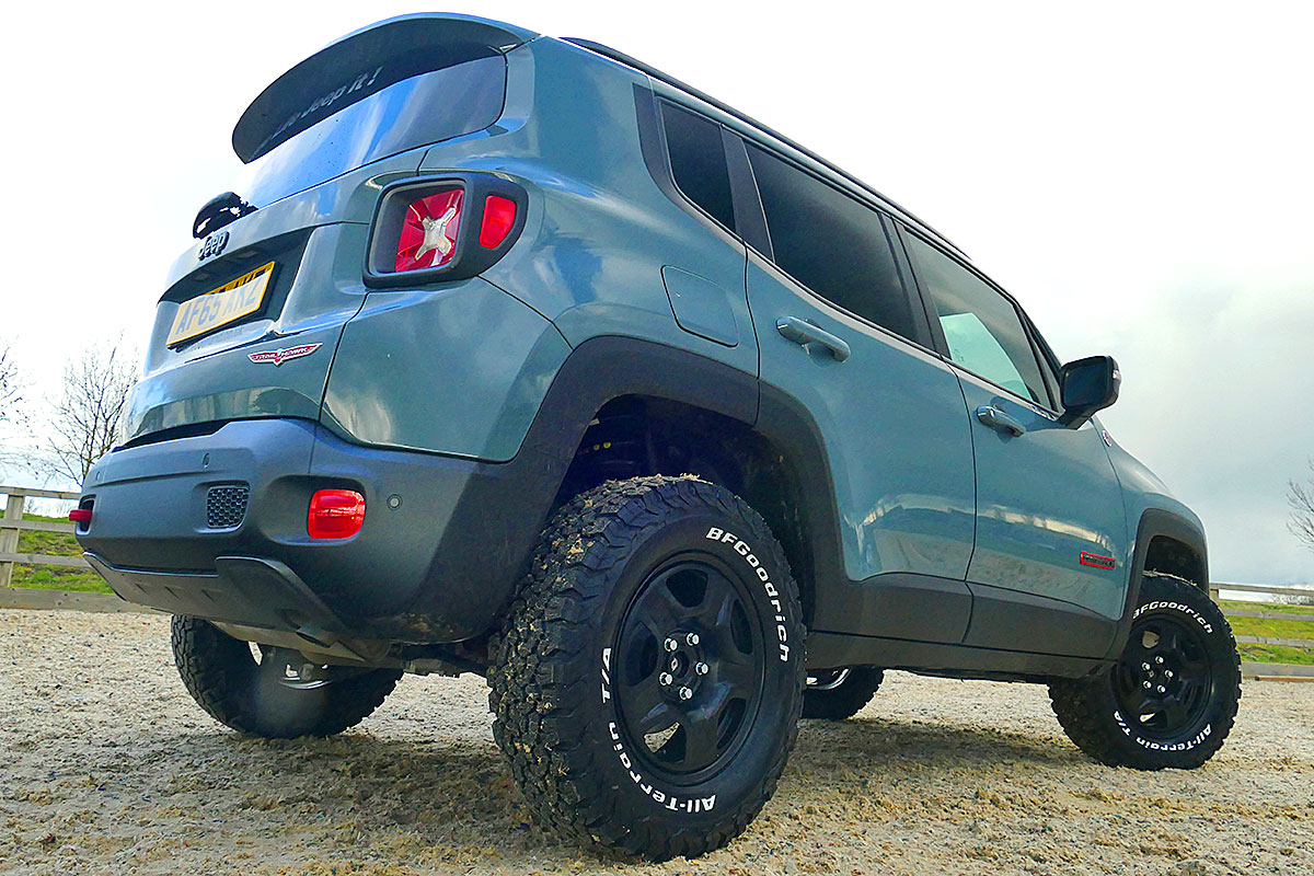 Lifted Jeep Renegade >> Wild Jeep Renegade Trailhawk